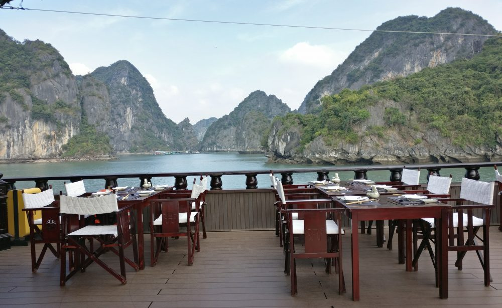The Dragon Legend Cruise Restaurant And Food